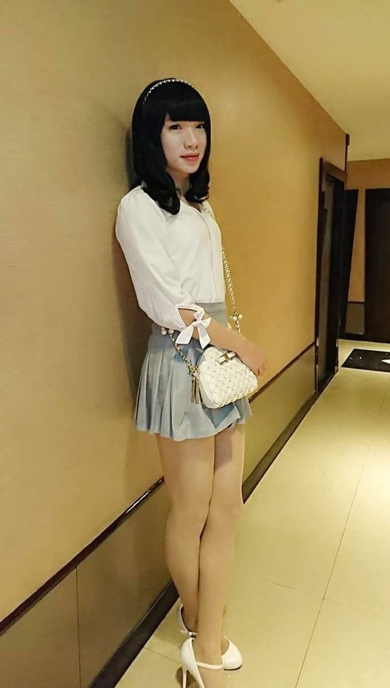 Cute teen asian crossdresser cums hard with dildo