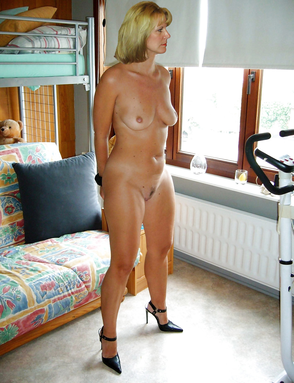 Nude british mom — img 13