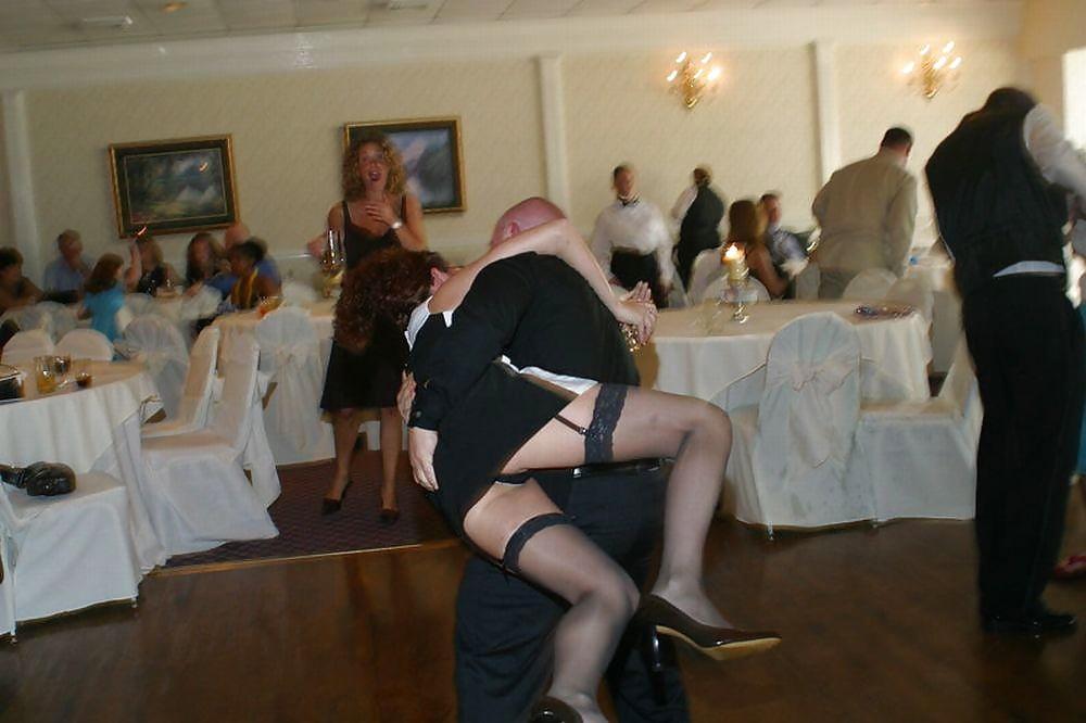 танец на свадьбе без трусиков всех