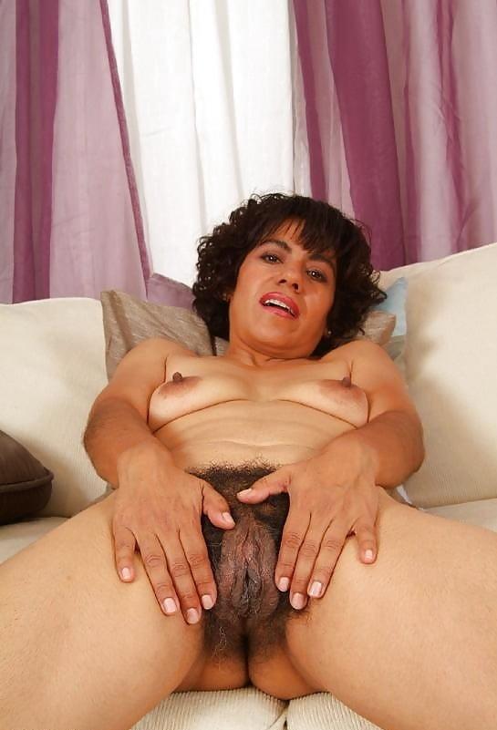 Dolly Hangetitten Sexmaschine Ficksahne