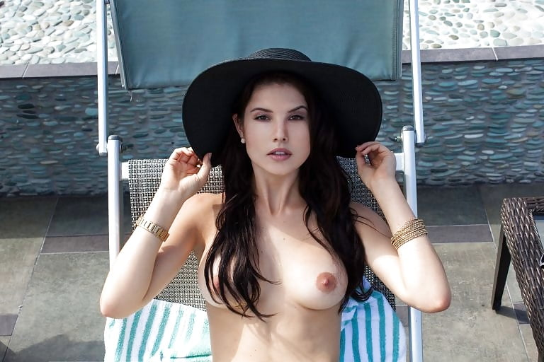 Amanda cernynude