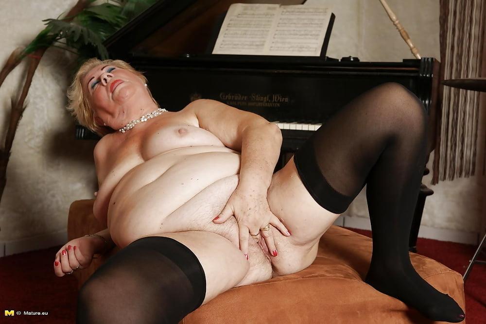 Попки порванных толстые пожилые шлюхи видео художественный порно фильм