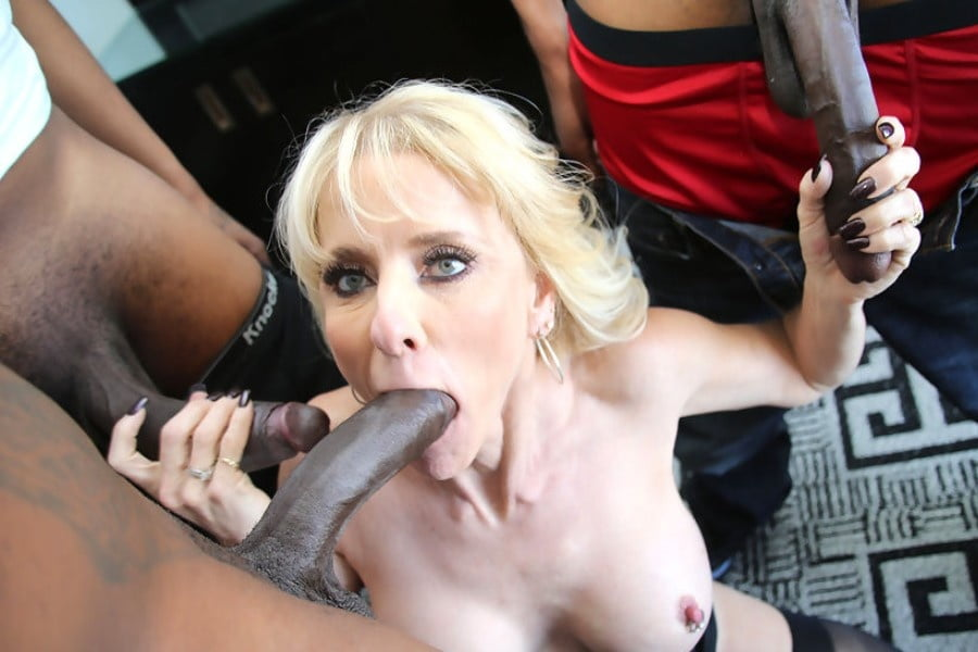 Shaved pussy rides dick in car-3793