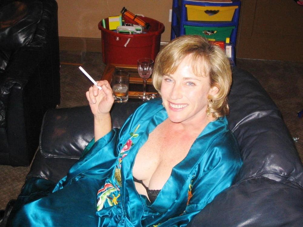 SMOKING SLUTS - 197 Pics