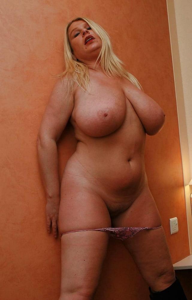 Волосатыми кисками зрелые русские тети с большими попами и сисями секс шлепками