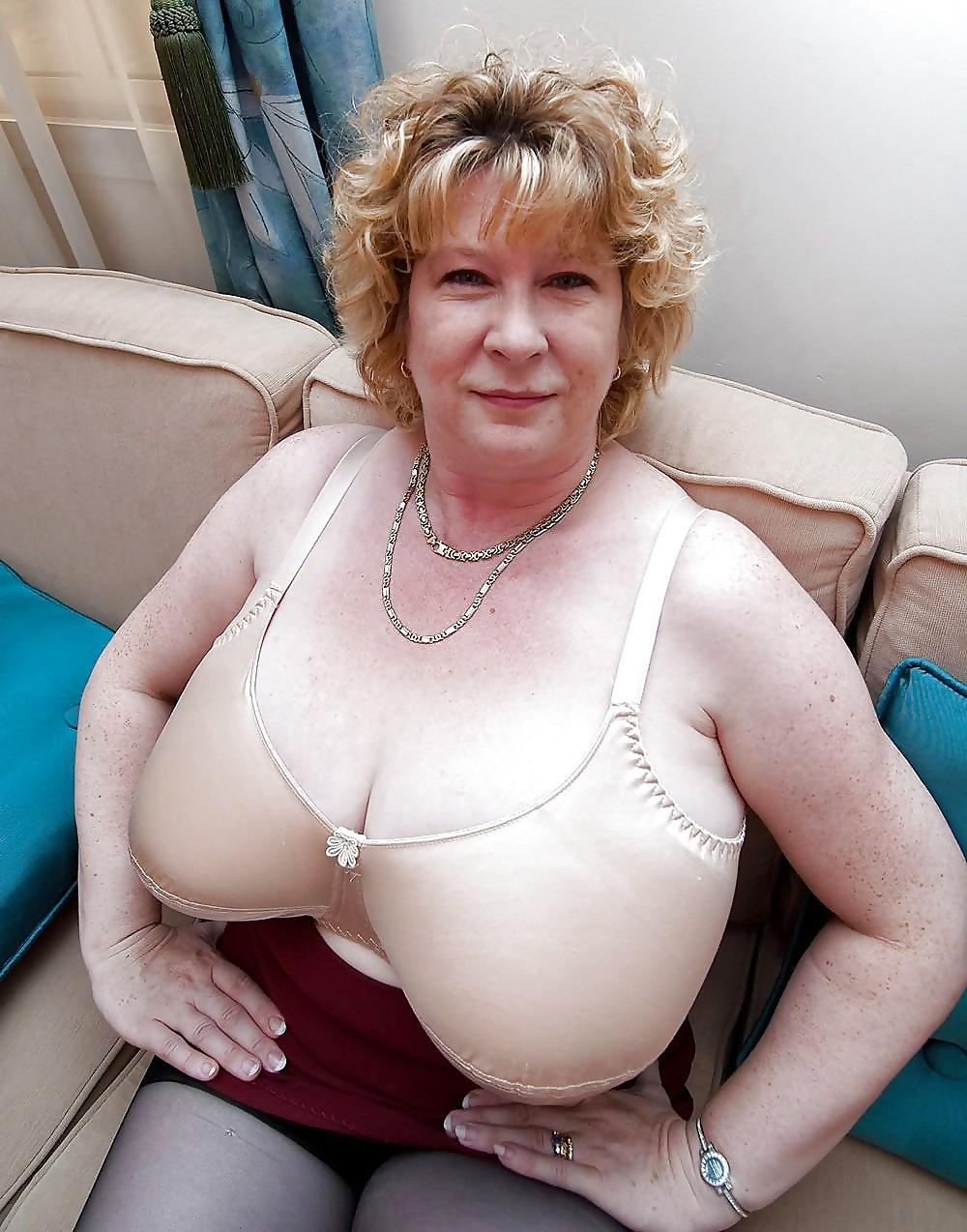 Free porn granny bra playing golf naked