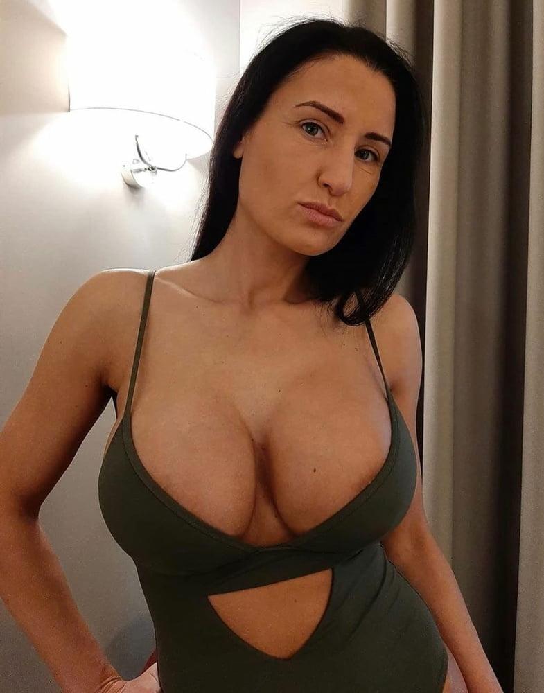 Hot babe 35 - 60 Pics