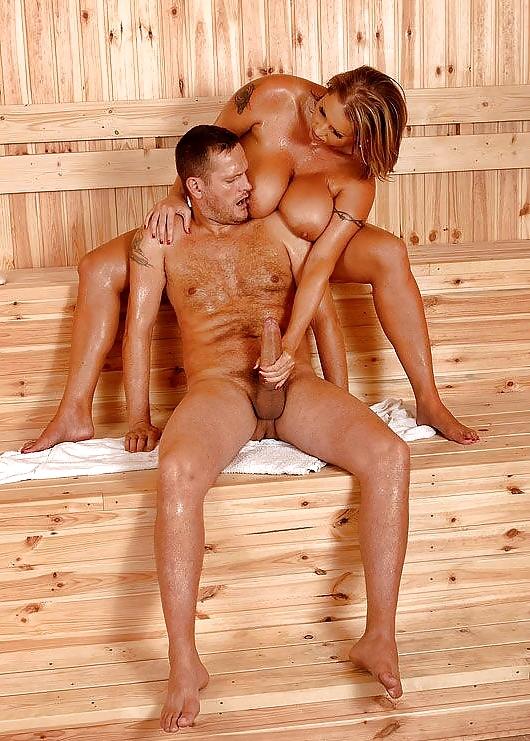девки голые и мужики в бане попки очаровательных девушек