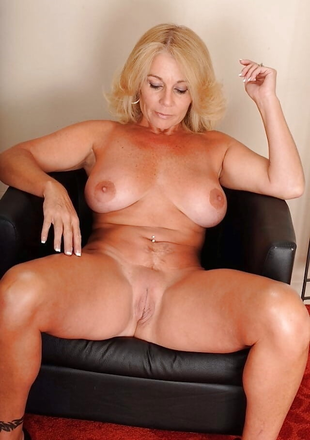 and-nylons-mature-bigtit-lady-movies