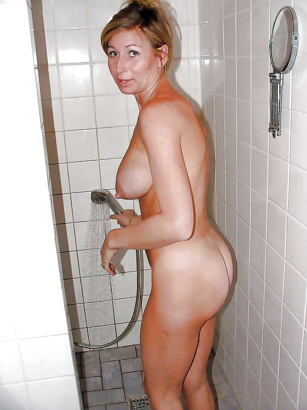 wife-naked-shower-kumar
