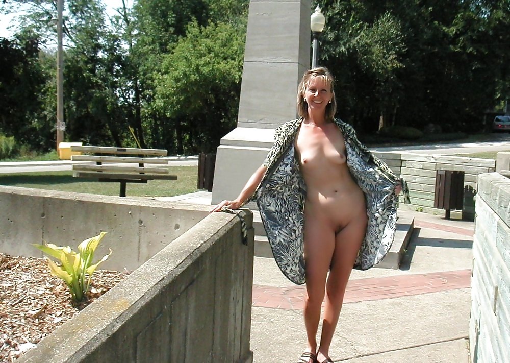hot-mom-in-public-naked-nudew-angels-pics