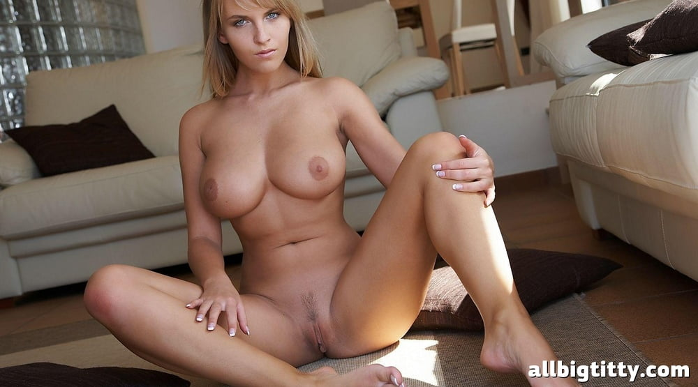 Big Titted Blonde Loves To Expose Naked 1