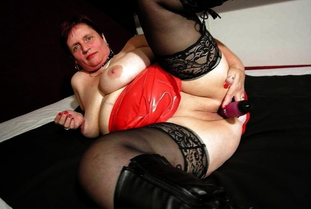 Thick Mature Girl Toying With Her Fucktoy Fellow Mature Toy Lady