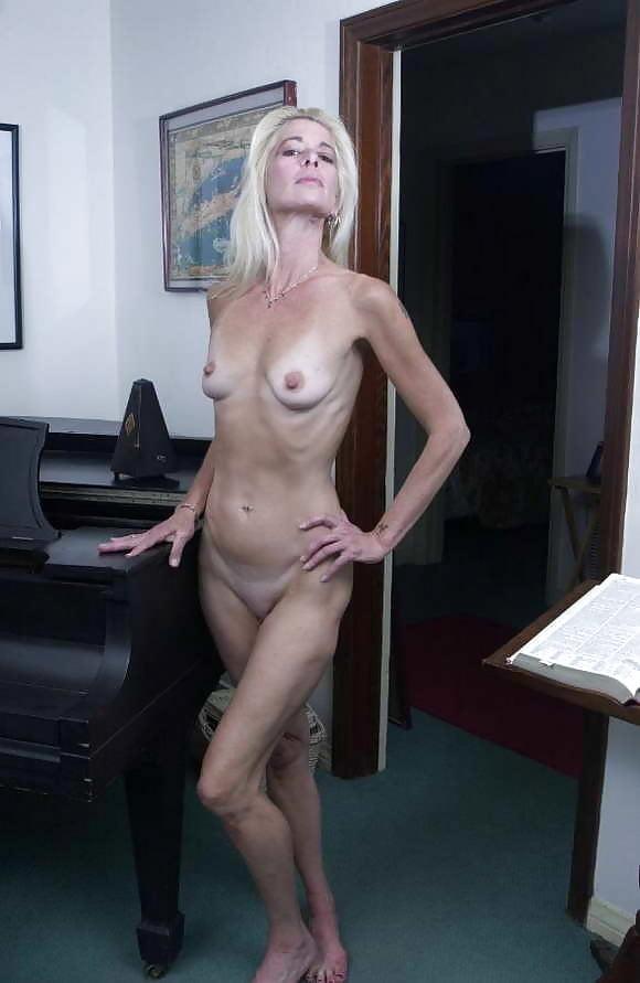 girl-desi-nude-skinny-moma-young-downtown-tamil