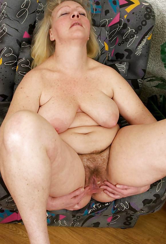 Mature tits mom-1470