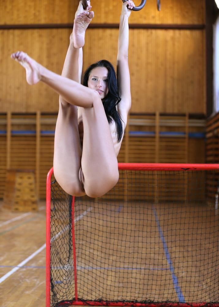 фото гимнасток без трусиков - 9