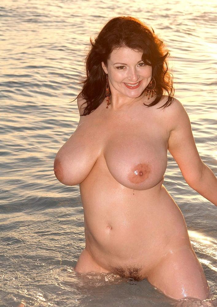Porn brunette big tits-3268