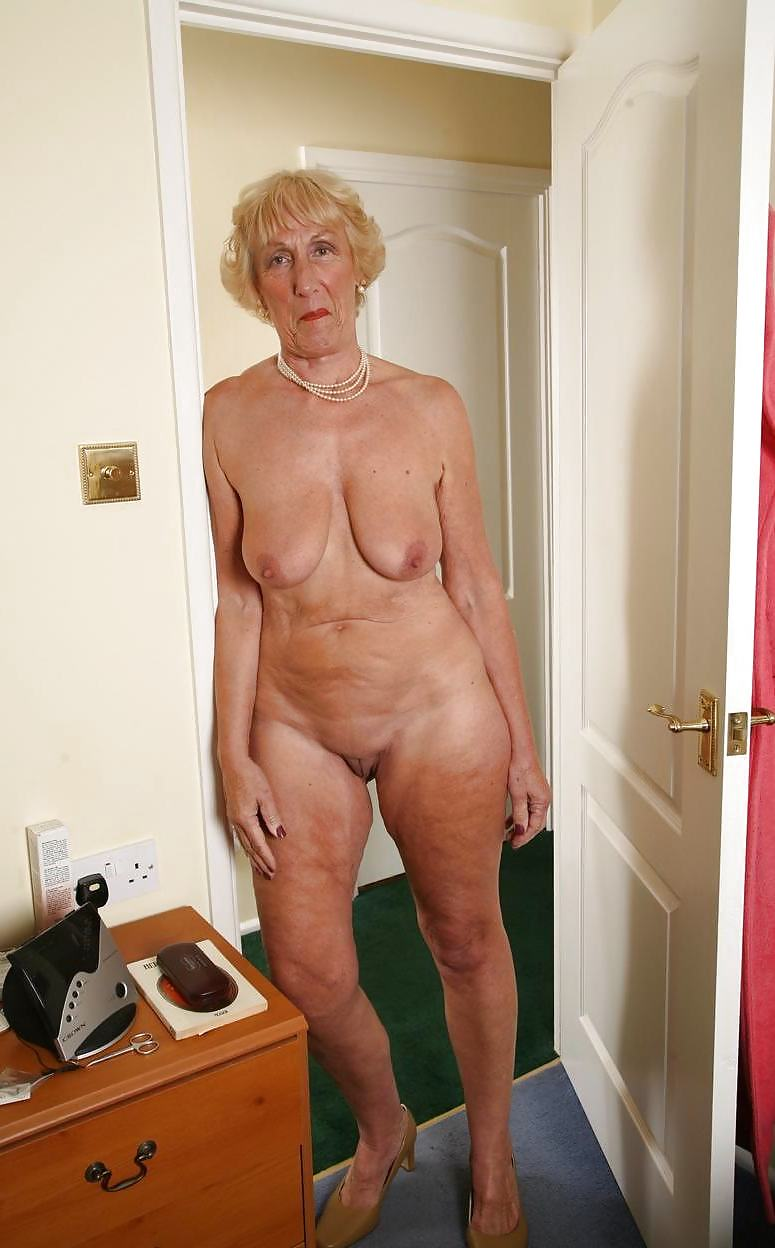 older-women-naked-pictures-bush-fuck-eating