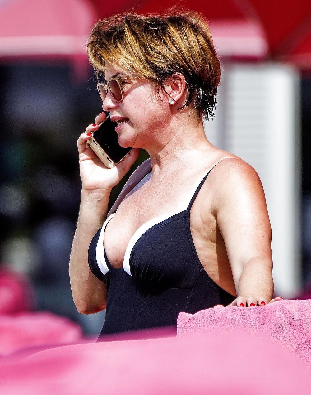 Emma nackt Forbes Emma Forbes