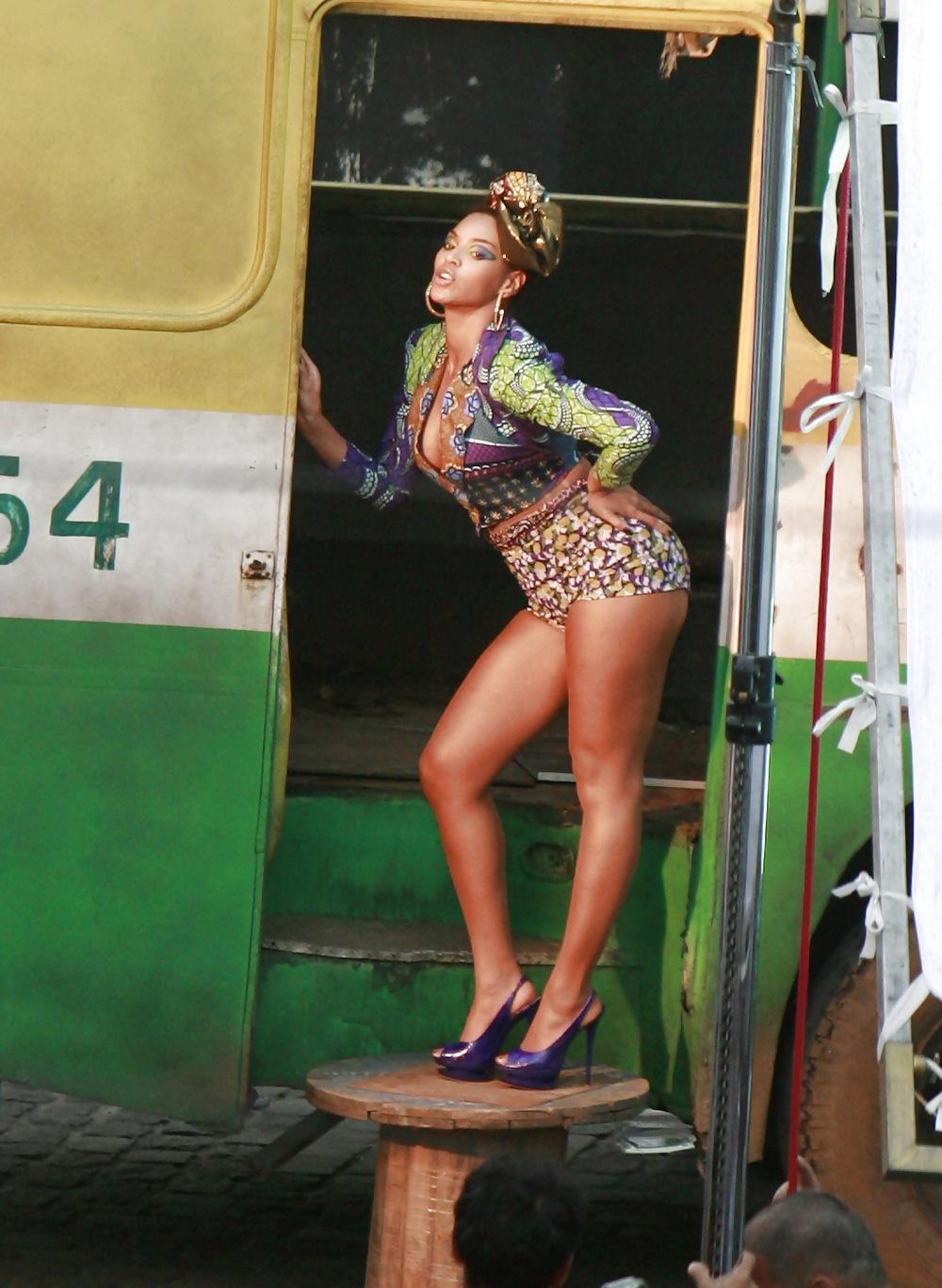 Beyonce sexy short skirts — img 14